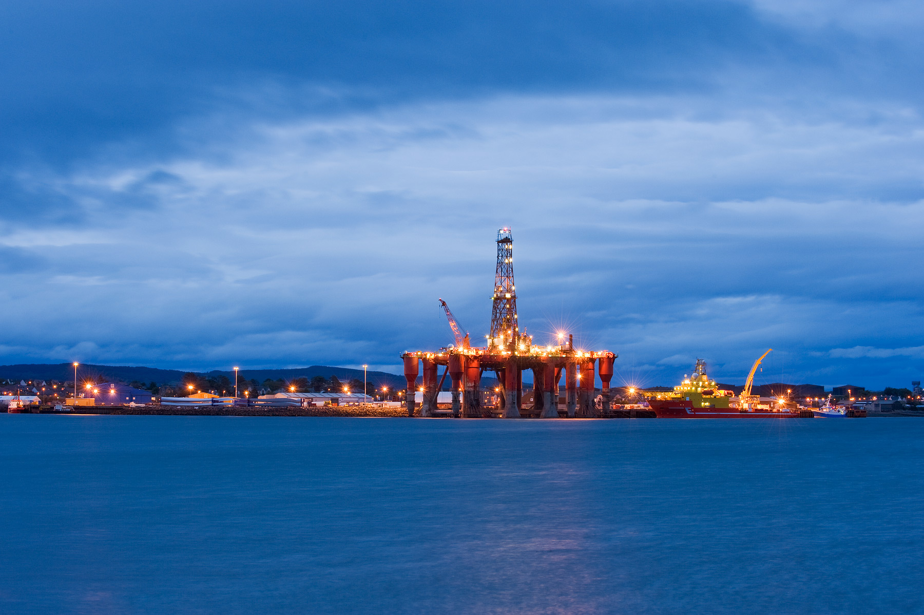 Oil_rigs_North_Sea_oil_Scotland_UK